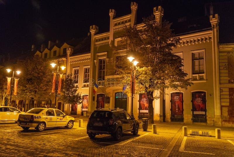Centro histórico de Sibiu en la noche, Rumania imagen de archivo libre de regalías