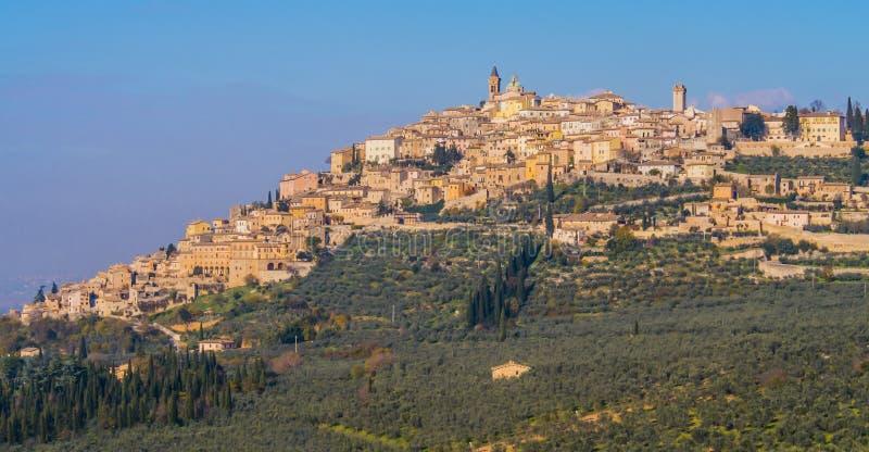 Centro histórico do Trevi, vila medieval típica em Úmbria, Itália imagem de stock