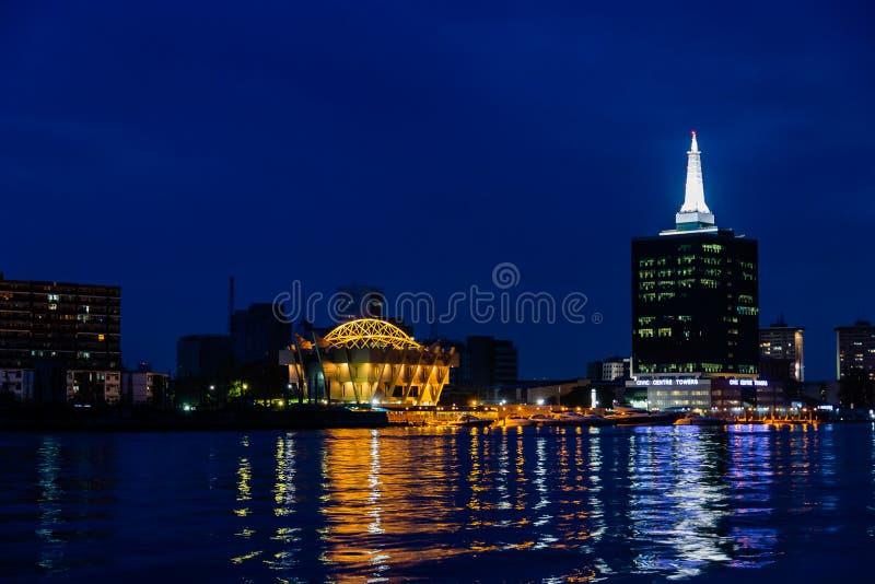 Centro municipal de la escena de la noche e isla de Victoria de las torres imagen de archivo