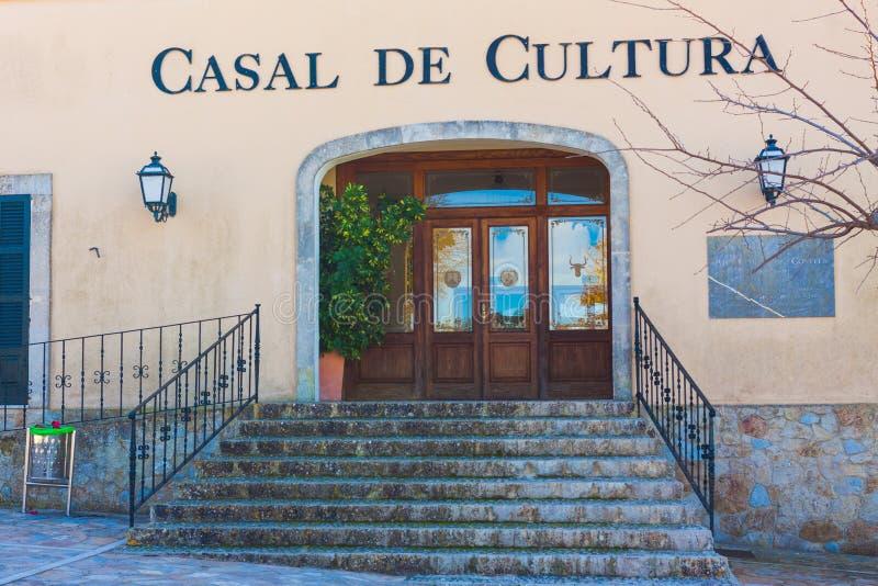 Centro ou casa cultural de Cultura Casal de Cultura em Costitx, Mallorca, Espanha fotos de stock royalty free