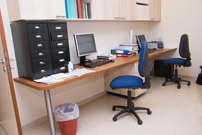 Centro param dico de la peque a oficina imagen de archivo for Modelos de oficinas modernas
