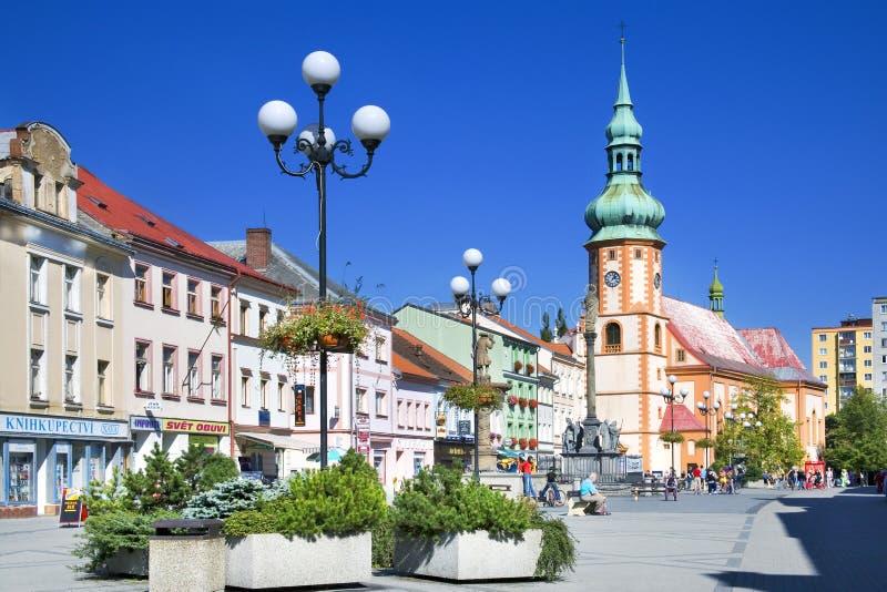 Centro storico con la chiesa della st Jacob in città Sokolov, Boh ad ovest fotografia stock