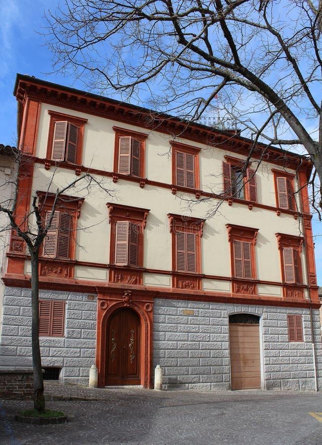 Centro storico di Fabriano, Italia - una casa storica della città immagini stock