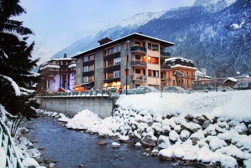 Centro turístico alpestre, Chamonix, Francia, fotografía de archivo
