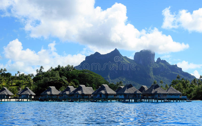 Centro turístico de lujo de la playa en Tahití imagen de archivo libre de regalías