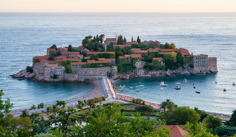 Centro turístico de Sveti Stefan en Montenegro imagen de archivo libre de regalías