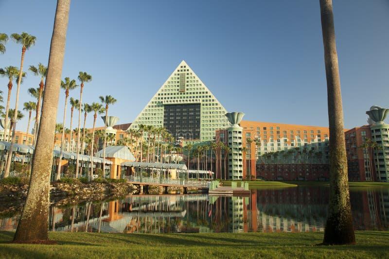 Centro turístico del delfín de Disney en la salida del sol foto de archivo libre de regalías