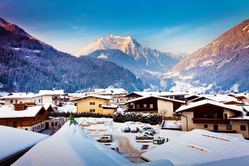 Centro turístico del invierno de Mayrhofen en Austria fotos de archivo