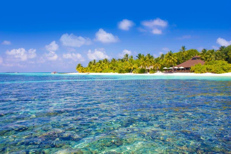 Centro turístico en los Maldivas, Eden de la luna de miel del VIP en la tierra fotos de archivo