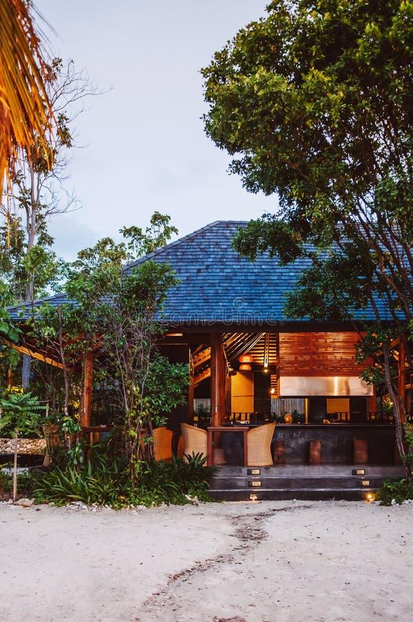 Centro turístico tropical en la isla de Koh Mud Sum cerca de la isla de Samui, Thailan foto de archivo