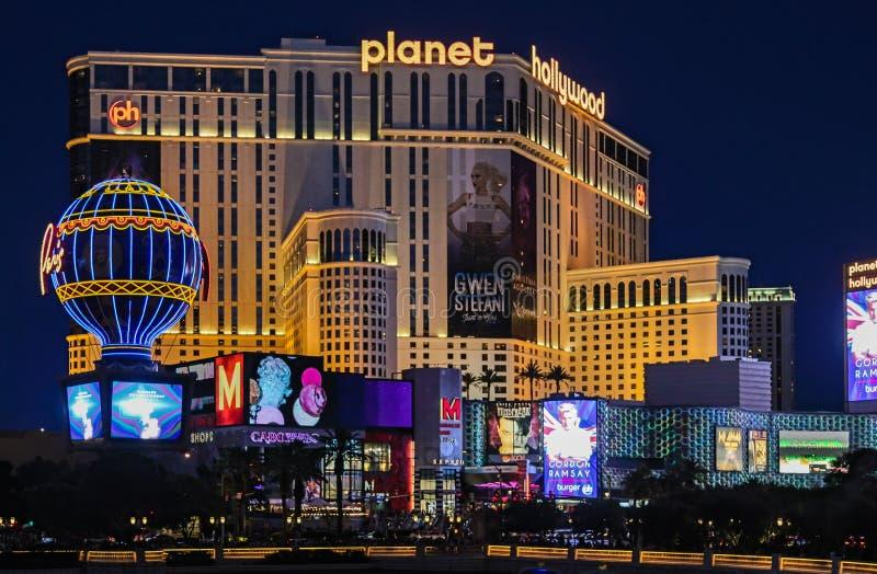 Centro turístico y casino Las Vegas de Planet Hollywood en la noche imagenes de archivo