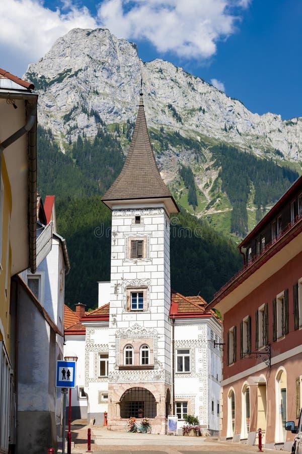 Centro urbano da cidade velha Eisenerz em Styria, Áustria imagens de stock royalty free