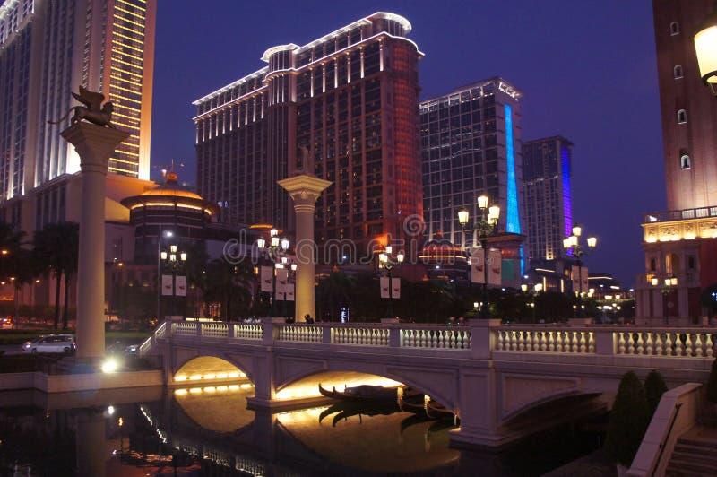 Centros turísticos del casino de Macao por noche imágenes de archivo libres de regalías