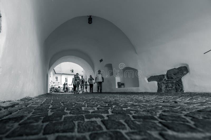 Centru Vechi, Sibiu - Mensen stock afbeeldingen