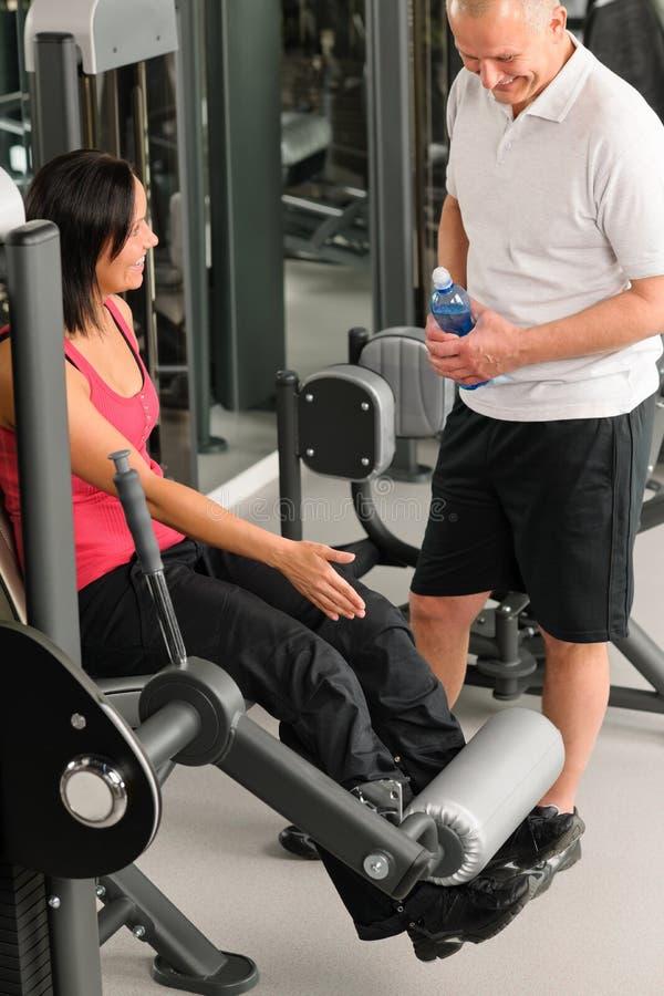 centrum ćwiczenia sprawności fizycznej osobisty przedstawienie trener zdjęcia royalty free