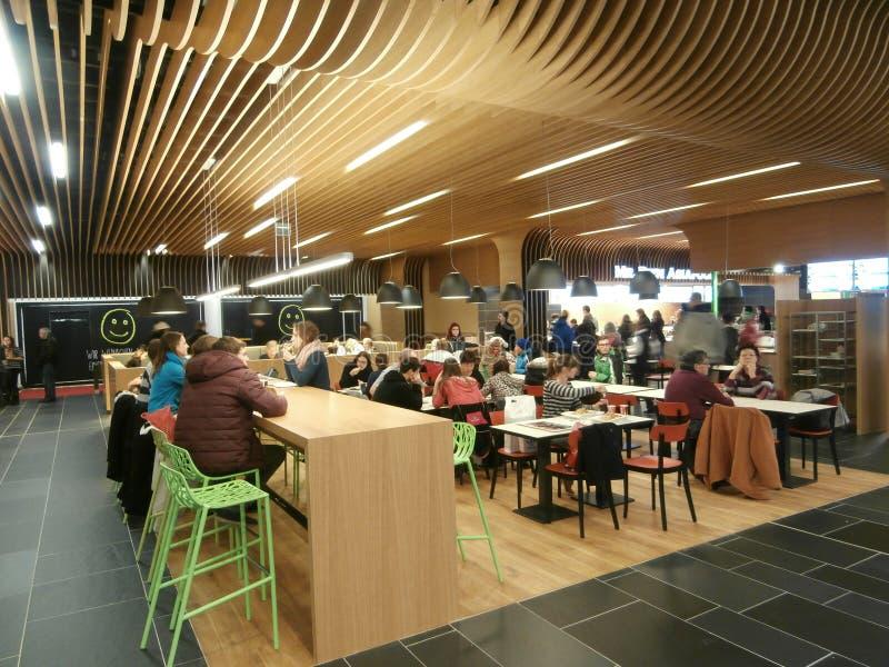 Centrum Galeria centrum handlowe w Drezdeńskim, Niemcy (2013-12-07) fotografia royalty free