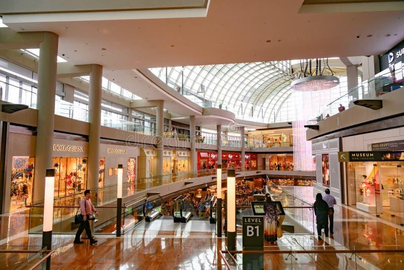 Centrum Handlowe «Shoppes w Marina zatoki piasków kompleksie, Singapur zdjęcie stock