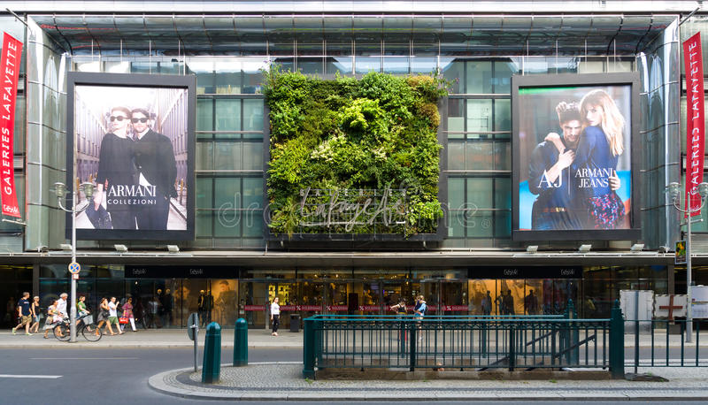 Centrum handlowe Galeries Lafayette na Friedrichstrasse obraz stock