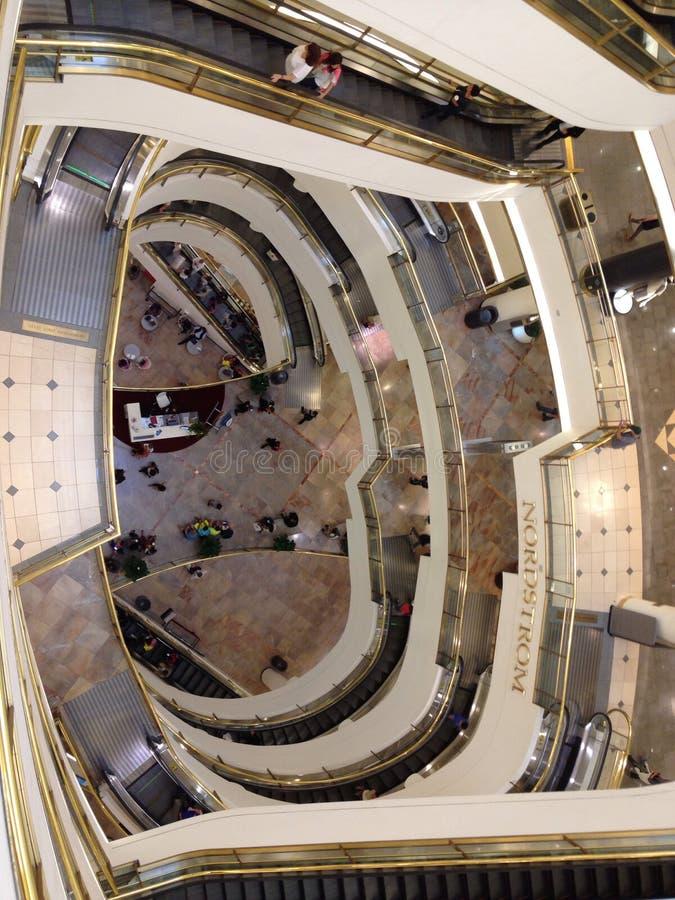 Centrum handlowe wierzchołka puszek obrazy stock