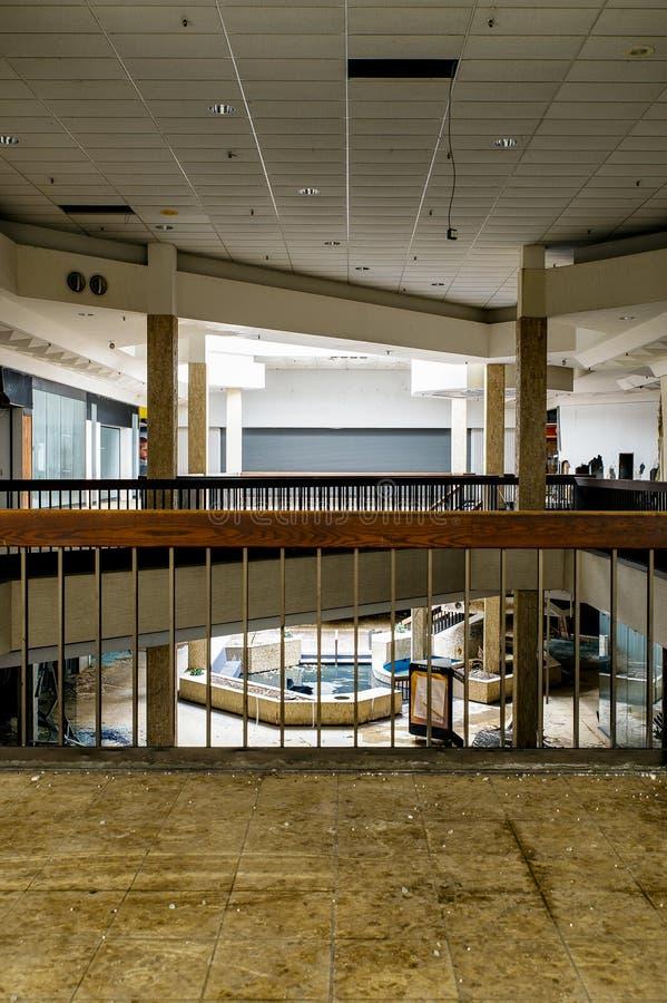 Centrum Handlowe - Zaniechany Randall parka centrum handlowe - Cleveland, Ohio fotografia stock