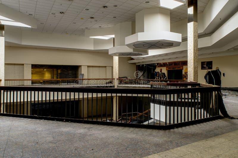 Centrum Handlowe - Zaniechany Randall parka centrum handlowe - Cleveland, Ohio zdjęcie stock