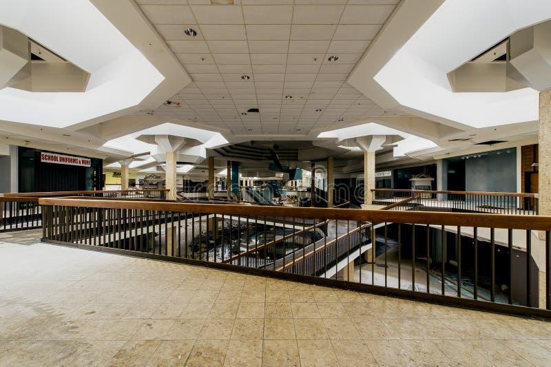 Centrum Handlowe - Zaniechany Randall parka centrum handlowe - Cleveland, Ohio zdjęcia stock