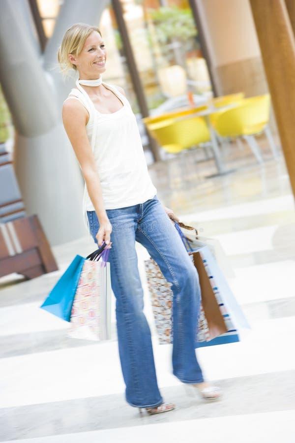 centrum handlowym zakupów kobieta obrazy stock