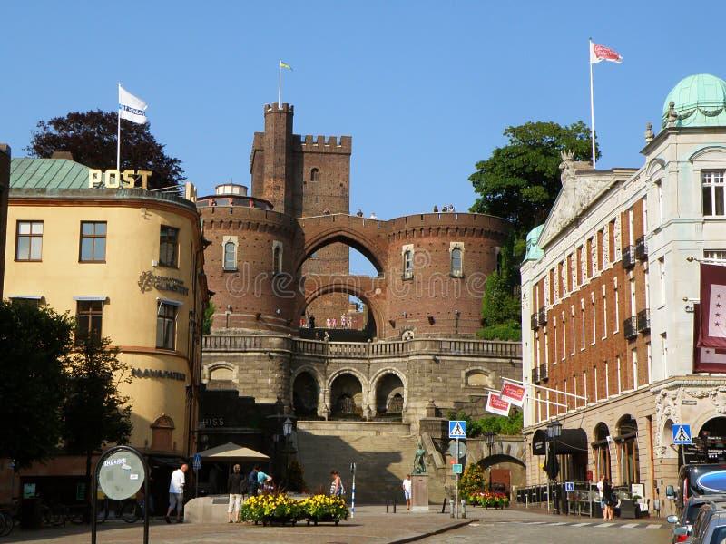 Centrum miasta Helsingborg i średniowieczna brama prowadzi Karnan kasztel, Helsingborg obraz stock