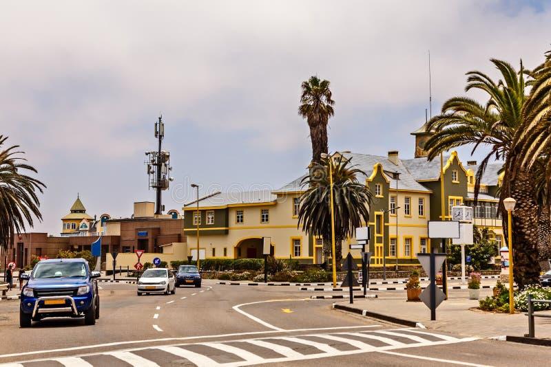 Centrum miasta Swakopmund z drogowego ruchu drogowego i niemiec kolonisty b zdjęcia royalty free