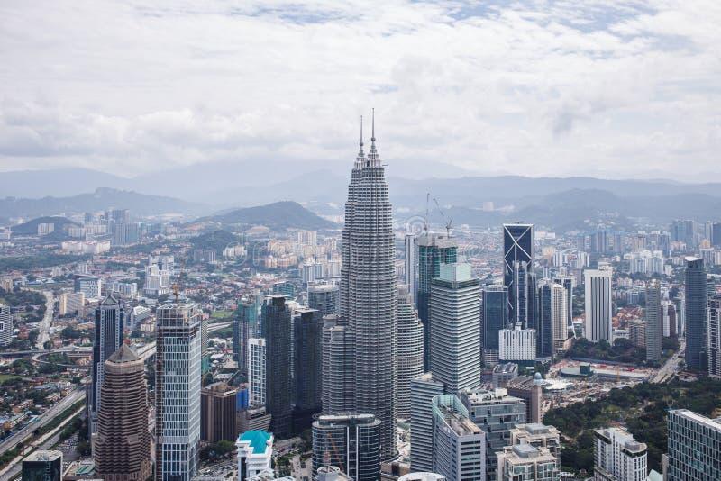 Centrum miasta z Petronas bliźniaczymi wieżami, Kuala Lumpur linia horyzontu fotografia stock