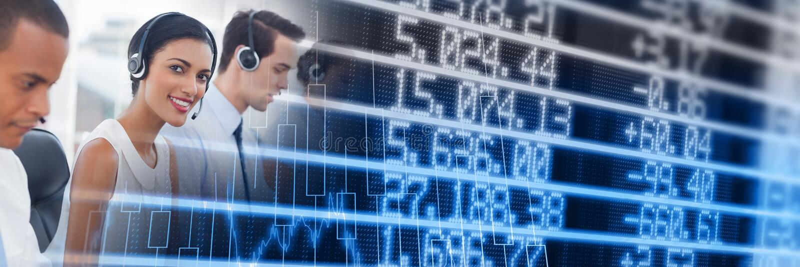 Centrum telefoniczne pracownicy z błękita finanse wykresu przemianą obrazy stock