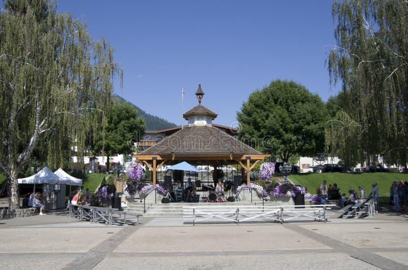 Centrum van de Leavenworth het Duitse stad summerfair stock afbeeldingen