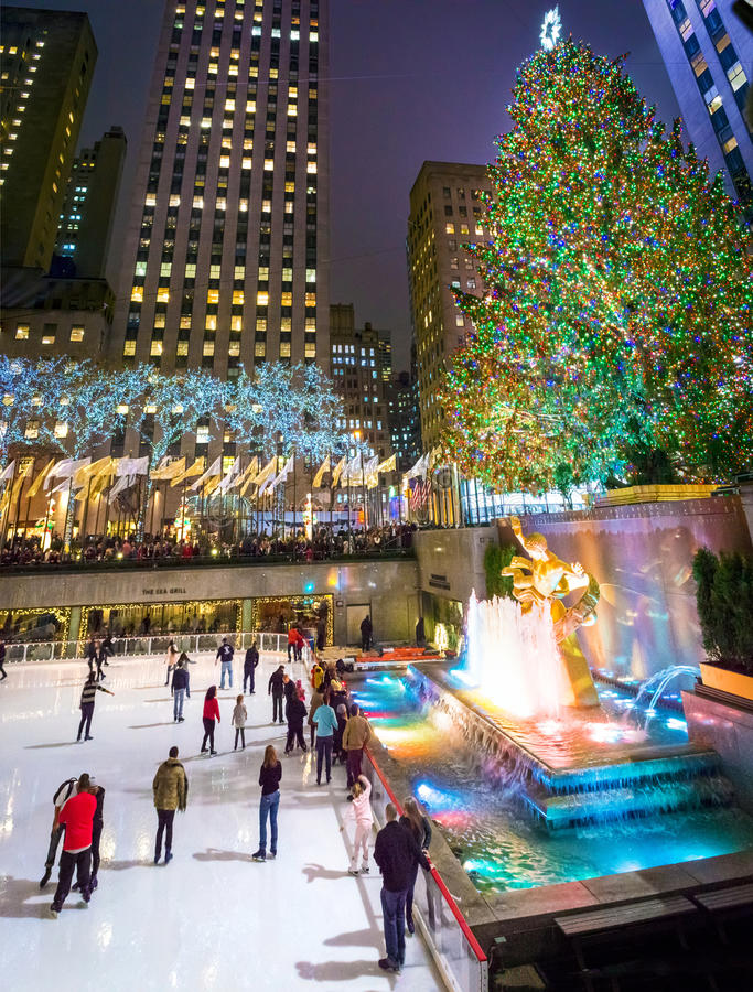 Centrum van ijs het Schaatsende Rockefeller stock foto's