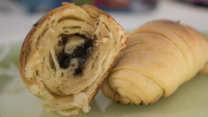Centrum Wypełniający Czekoladowy Croissant HD zdjęcie stock