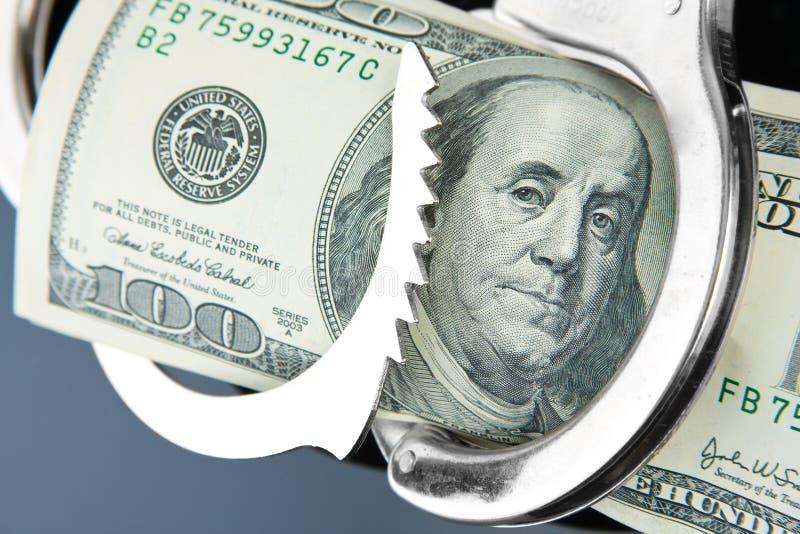 Cents billets de banque du dollar dans des menottes photos stock
