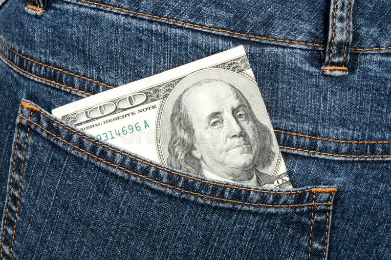 Cents dollars de billet de banque dans la gratte-cul-poche de jeans image stock