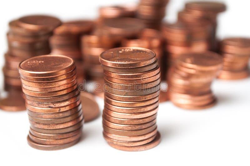Cents Euromünzenstapel auf weißem Hintergrund stockfotos