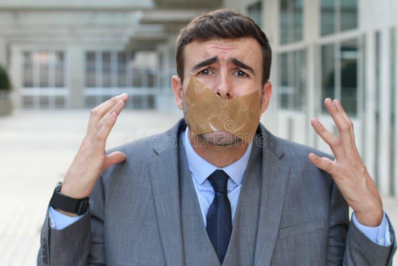 Cenzurujący biznesmen niezdolny wyrażać jego poglądowego zdjęcia stock