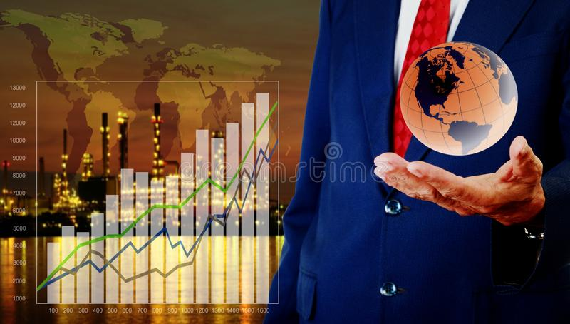 CEO展示销售收入、能量和石油化学制品成长曲线图  库存图片