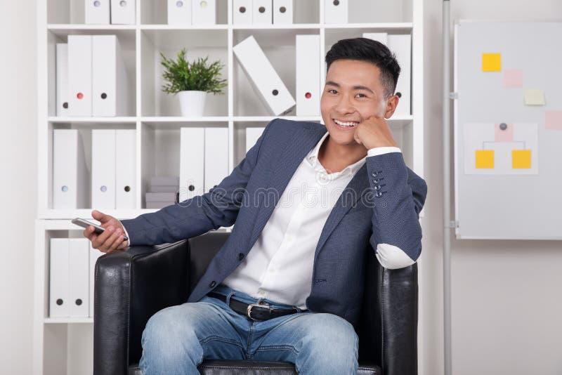 CEO asiático en oficina imagen de archivo