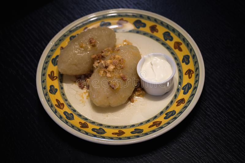 Cepelinai, традиционная литовская кухня стоковые фотографии rf