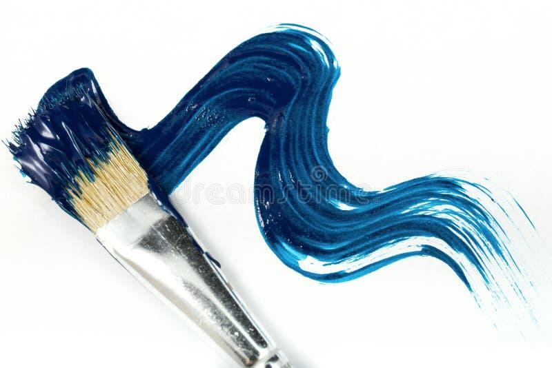 Cepillo con la pintura azul imagen de archivo libre de regalías