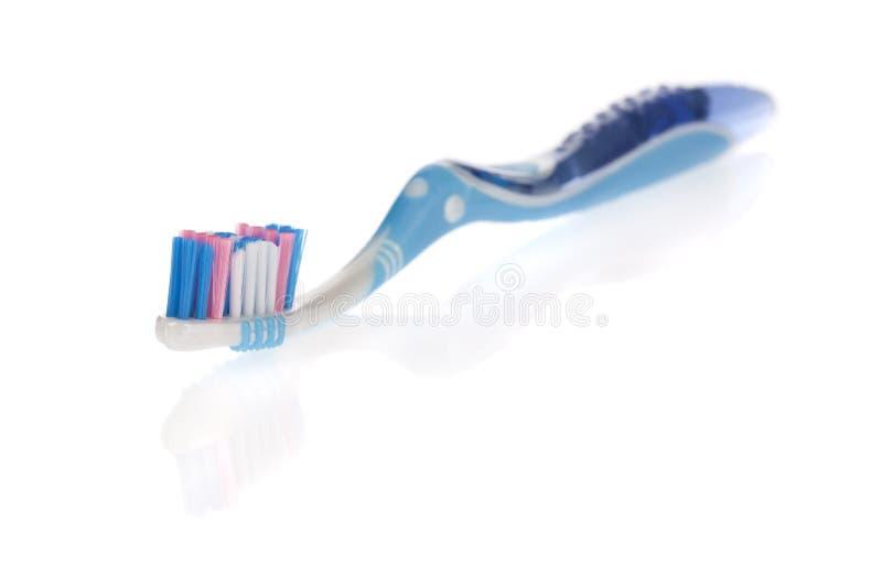 Cepillo de dientes moderno aislado en blanco imagen de archivo