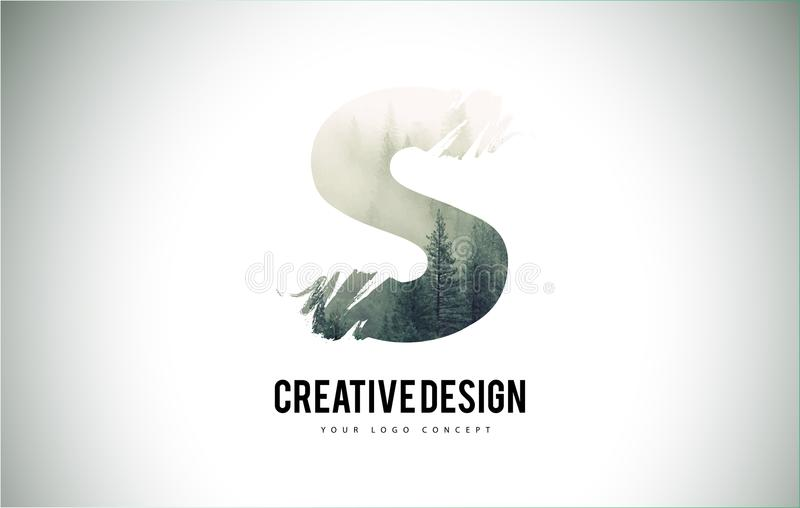 Cepillo de la letra de S con Forest Fog Texture Forest Trees Letter Logo stock de ilustración