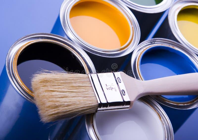Cepillo de pintura y pintura fotos de archivo