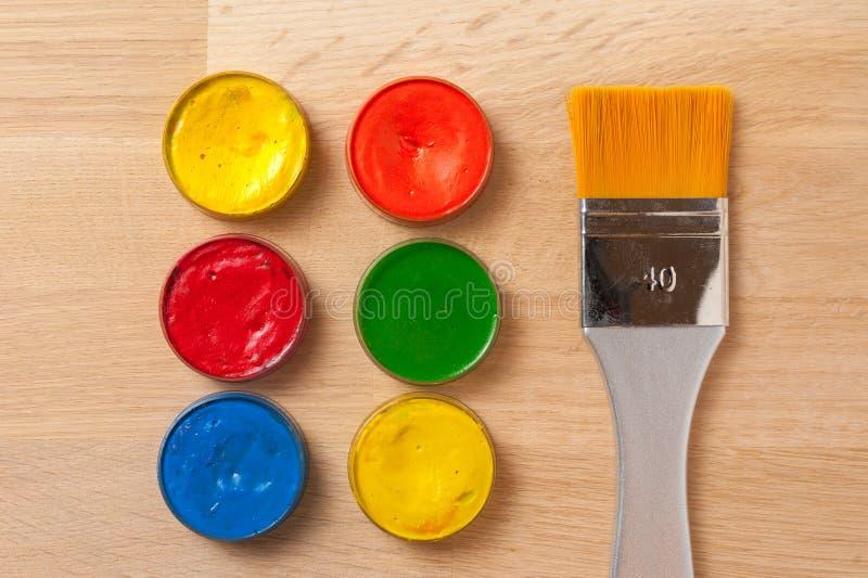 Cepillo, fuentes de la pintura fotografía de archivo