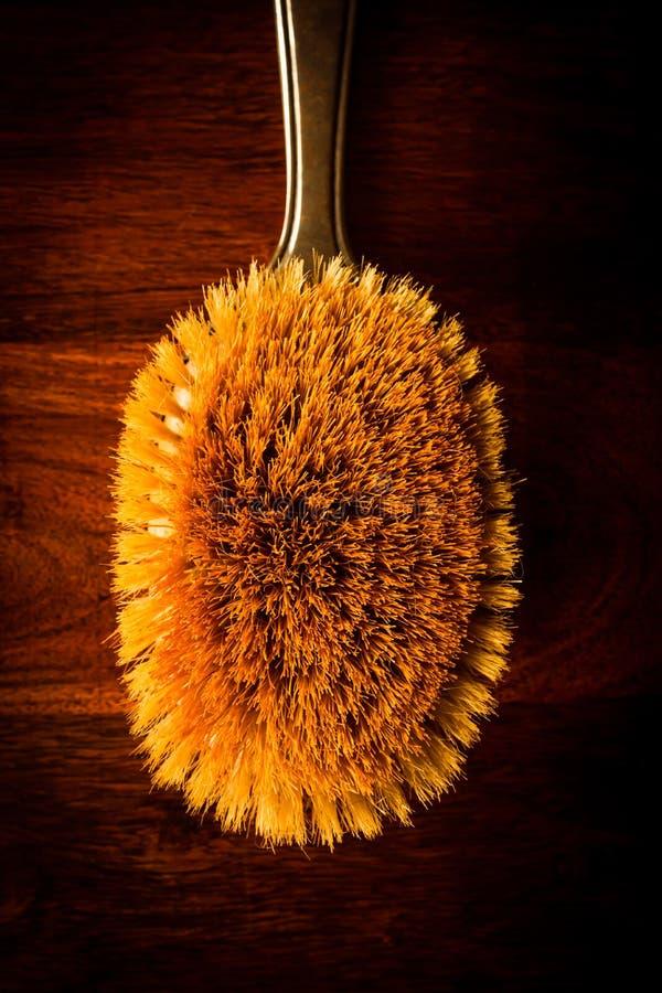 Cepillo para el pelo en la madera fotos de archivo libres de regalías