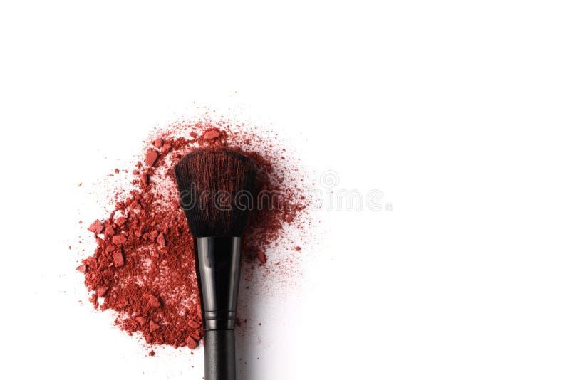 Cepillo profesional del maquillaje en el sombreador de ojos machacado fotografía de archivo libre de regalías
