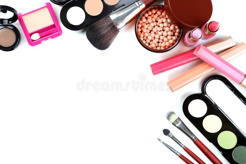 Cepillo y cosméticos del maquillaje fotografía de archivo libre de regalías