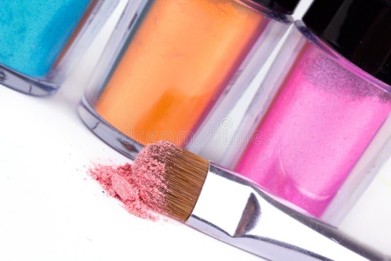 Cepillo y pigmentos profesionales del maquillaje fotografía de archivo libre de regalías